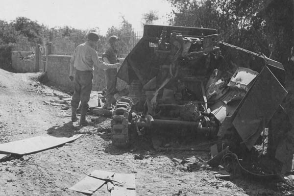 SdKfz 251/9: Destroyed German SdKfz 251/9 Halftrack