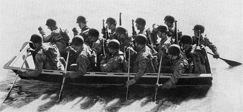U.S. Army Assault Boat M2 with Crew in WWII