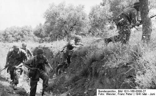 Fallschirmjäger advance during the invasion of Crete, May 1941
