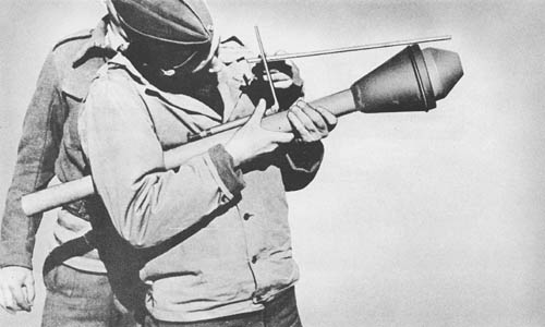 Panzerfaust: Recoilless Antitank Bomb and Launcher